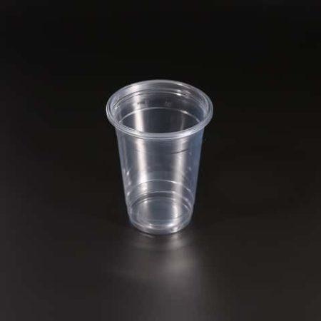 Пластиковый стакан